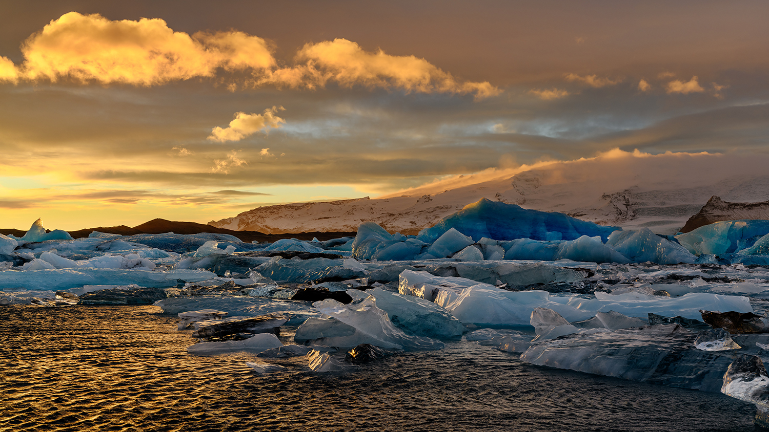 Ice floes on Jokulsarlon lake, a famous glacier lagoon in Vatnajokull National Park, Iceland